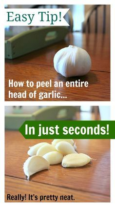 One simple trick that allows you to peel a whole head of garlic in under a minute! Ça marche! Très pratique ds ma dernière batch sauce spag!