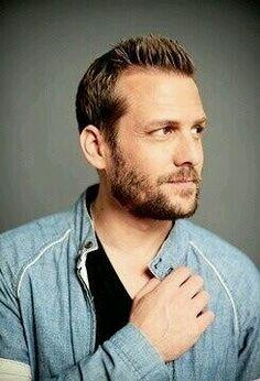 Serie Suits, Suits Series, Harvey Specter Suits, Gabriel Macht, Me Tv, Christian Grey, Gentleman Style, Sexy Men, Hot Men