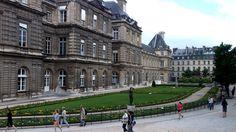 Quelle élégance  au #JardindeLuxembourg #Paris June 2014  www.pinterest.com/annbri/