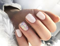 Prized by women to hide a mania or to add a touch of femininity, false nails can be dangerous if you use them incorrectly. Types of false nails Three types are mainly used. Love Nails, Pink Nails, Glitter Nails, Pretty Nails, Sparkle Nails, Shellac Nails, Nail Polish, Stiletto Nails, Cute Nail Art Designs