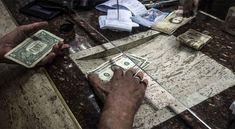 ¡Esto es lo que está provocando el alza del dolar paralelo (Mercado Negro) en #Venezuela ! entre tanto el Régimen de Maduro ordeno al #BCV que venda 120 millones del Oro de las Reservas del país, con la finalidad de bajar el precio de la Divisa paralela     Más detalles en #Twitter      (*) @CESCURAINA/Prensa en Castellano en Twitter