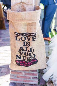 Credit: Raisa Zwart Fotografie - volk, bijeenkomst, houder, markt (economie)… Wedding Cards, Summer Wedding, Reusable Tote Bags, Wedding Ideas, Birthday, Wedding Ecards, Wedding Invitation Cards, Wedding Ceremony Ideas, Wedding Card