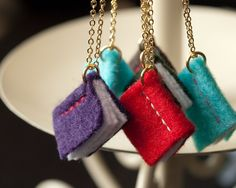 Valentine's Gift – DIY Book Pendant Necklaces This is an adorable Valentines gift idea for carrying your soul mate's saps wherever you go, and also a great gift idea to show your love! Below tutorial is about making a easy photo album ne… Hat Crafts, Book Crafts, Fabric Crafts, Sewing Crafts, Fabric Paper, Crea Cuir, Book Necklace, Felt Necklace, Pendant Necklace