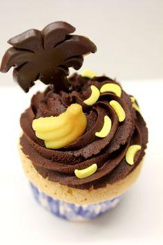 Ein leckerer Cupcake mit tropischem Decor aus unserer Musterküche!