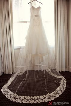 Jennifer Childress Photography | Wedding | Atrium at the Curtis Center | Philadelphia, PA | Loews Hotel | Cescaphe Events Group | Beautiful Blooms | Cheekadee | Wedding Dress www.jennchildress.com