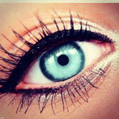 @nikikoniki has a bold liquid line framing her pretty blue eyes