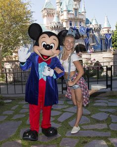 Julianne Hough Photos - Dancer/Actress Julianne Hough visits Sleeping Beauty Castle with Mickey Mouse at Disneyland park on June 2016 in Anaheim, California. - Julianne Hough and Brooks Laich Visit Disneyland Disney Mouse Ears, Mickey Mouse, Julian Hough, Derek And Julianne Hough, Derek Hough, Brooks Laich, Disneyland Photography, Sleeping Beauty Castle, Disneyland Park