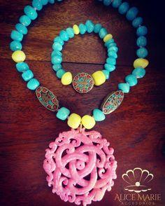 Collar y pulsera jade en leche con dije piedra china y amuletos hindu