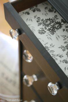 Bedroom diy vintage dressers new Ideas Black Painted Furniture, Black Bedroom Furniture, Colorful Furniture, Paint Furniture, Kitchen Furniture, Furniture Layout, Furniture Ideas, Cheap Furniture, Discount Furniture