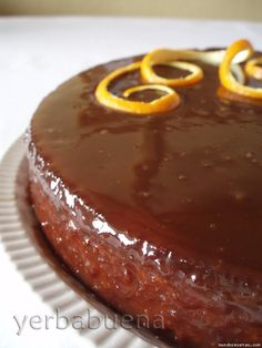 Receta de Tarta de almendra y naranja con glaseado de chocolate