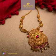 Image may contain: jewelry Indian Jewelry Earrings, Fashion Jewelry Necklaces, Gold Temple Jewellery, Gold Jewelry, Gold Earrings Designs, Necklace Designs, Gold Necklace Simple, Short Necklace, Gold Pendent