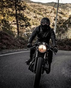 Raddestlooks: The Best Men's Fashion Outfit Collection. The inspiration that you need. Moto Bike, Cafe Racer Motorcycle, Motorcycle Style, Bike Style, Moto Style, Vintage Bikes, Vintage Motorcycles, Café Race, Blitz Motorcycles