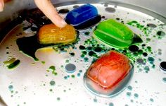 Free plan and resources for 2 science lessons for pupils with autism - The coloured ice and oil experiment! Rock Candy Experiment, Oil And Water Experiment, Water Experiments For Kids, Candy Experiments, Science Activities For Kids, Preschool Science, Science Lessons, Infant Activities, Science Projects