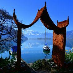 Gateway to the lake Geneva // Une porte vers le lac Léman (c) Marie-Louise Giroud
