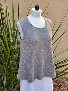 Ravelry: Mantra Top pattern by Martha Wissing 3 Needle Bind Off, Summer Knitting, Circular Knitting Needles, Stockinette, Needles Sizes, Top Pattern, Mantra, Ravelry, Elegant