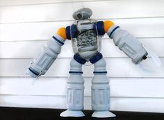 DIY Plastic Bottle Robot Night Light : Making Green Choices Fun For Kids! #BringingInnovation #ad #Cbias