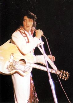 San Francisco,CA. November 13th 1970. There were 14,300 fans who attended this concert at the Cow Palace. Elvis didn't wear too often the '' Red Ladder '' jumpsuit as he didn't use during the September 1970 tour and only once in November 1970. This jumpsuit was most likely designed and worn for the first time during the January/ February 1970 Vegas season since it has similarities with the ones from that period.