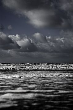~The ocean truly is therapy. Just breathe and listen to the waves. They will calm your soul. Cumulus, Rivage, Belleza Natural, Heaven On Earth, Beautiful World, Mother Nature, Cool Photos, Surfing, Scenery