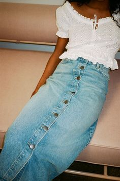 Know the more suitable methods to triumph pair of jeans mini skirts outfits for every period. Short Outfits, Cool Outfits, Casual Outfits, Long Denim Skirt Outfit, Black Shorts, Modest Fashion, Fashion Outfits, Skirt And Sneakers, Dress Attire