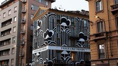 Новый принт Prada украсил фасады домов в мировых столицах. В рамках рекламной кампании Feels Like Prada, приуроченной к выходу осенне-зимнейколлекции,бренд«одел»дома в свой новый принт.
