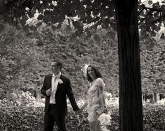 Elope in Paris couple portrait shot by olivier Lalin from WeddingLight Paris in the garden of the Palais Royal