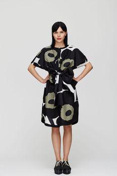 Marimekko Unikko dress with a big bow:)
