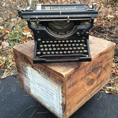 antique underwood typewriter with original shipping crate that has carry handles, nice old stamping, and the original factory and shipping labels on the each side #antiquetypewriter #vintagetypewriter #underwood #woodcrate #typewriter #usefulandbeautiful #forgottenandfound #yellowdoorgoods #cle #willoughbyohio