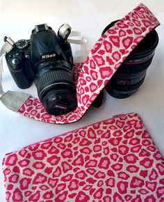 Padded camera strap SLR DSLR pink and white leopard di agthandmade