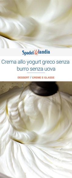 This Greek yogurt cream is a very light recipe, which does not include or . Mousse Au Chocolat Torte, Yummy World, Ricotta, Fresh Cream, Mini Desserts, Healthy Sweets, Cream Recipes, Sweets Recipes, Light Recipes