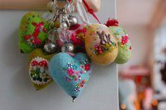 Herzen und Ostereier
