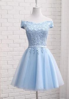 Light Blue Lacing Lace Off Shoulder Tutu Elegant Trauz .- Hellblau Schnürung Spitze Off Shoulder Tutu Elegantees Trauzeugin Midikleid Par… Light blue lacing lace off shoulder tutu elegant maid of honor midi dress party dresses party dress tulle dress - Cute Prom Dresses, Dresses For Teens, Pretty Dresses, Sexy Dresses, Beautiful Dresses, Midi Dresses, Puffy Dresses, Blue Grad Dresses, Light Blue Homecoming Dresses