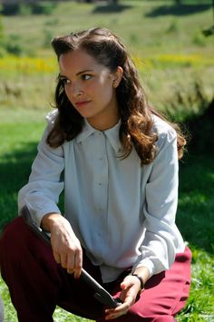 Gladys Witham - Jodi Balfour in Bomb Girls, set in the 1940s (TV series 2012-2013).
