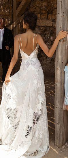 Perfect 100+ Beautiful Beach Wedding Dresses to Inspire You https://bridalore.com/2017/07/03/100-beautiful-beach-wedding-dresses-to-inspire-you/