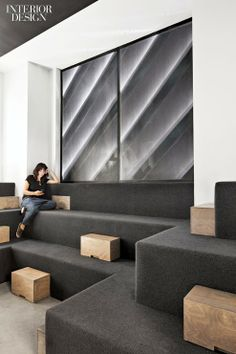 At Black Ocean in New York by Rafael de Cárdenas/Architecture at Large, wool carpet covers built-in seating in a lounge. Photography by Floto + Warner Studio/Otto. Corporate Interiors, Office Interiors, Tiered Seating, Office Lounge, Built In Seating, Common Room, Office Workspace, Office Spaces, Workplace Design