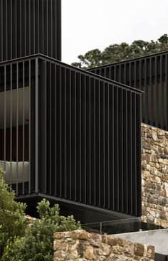 Waiheke Island home with striking stacked stone facade – Sustainable Architecture with Warmth & Texture Architecture Durable, New Zealand Architecture, Architecture Résidentielle, Sustainable Architecture, Contemporary Architecture, Facade Design, House Design, Patterson Homes, Stone Facade