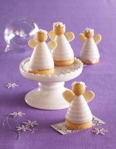 Mandloví včelí andělíčci Christmas Cupcakes, Christmas Sweets, Christmas Candy, Cupcake Cookies, Christmas Baking, Christmas Cookies, Czech Recipes, Food Humor, Mini Desserts