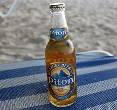 Cerveja Piton Lager Beer, estilo Standard American Lager, produzida por Windward & Leeward Brewery, Santa Lúcia. 5% ABV de álcool.