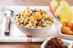 Kuskus.Sladká varianta se sušeným ovocem a ořechy.