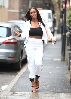Alexander Burke Alexandra Burke, White Jeans, Work Outfits, Pants, Celebrities, Fashion, Trouser Pants, Moda, Celebs