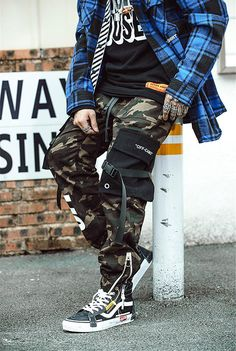 Hip Hip Streetwear Harajuku Fashion Men's Camouflage Cargo Pant - Men's style, accessories, mens fashion trends 2020 Camo Pants Outfit, Polo Shirt Outfits, Joggers Outfit, Camo Outfits, Fashion Joggers, Outfits For Men, Stylish Outfits, Mode Camouflage, Camouflage Cargo Pants