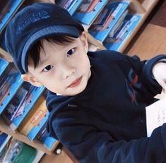Kpop Memes, Kids Icon, Crazy Kids, Kids Wallpaper, Drama Queens, Lee Know, Kpop Boy, Boyfriend Material, K Idols