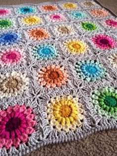 in love with the sunburst granny square at the moment Granny Square Crochet Pattern, Crochet Stitches Patterns, Crochet Squares, Crochet Granny, Baby Blanket Crochet, Knitting Patterns, Crochet Baby, Knit Crochet, Granny Squares