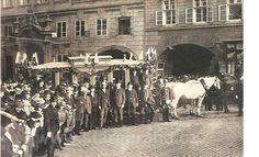 Tady byste tramvaj nečekali. Podívejte se, kudy jezdily tramvaje Old Paintings, More Pictures, Czech Republic, Old Photos, Street View, Travel, Prague, History, Antique Photos
