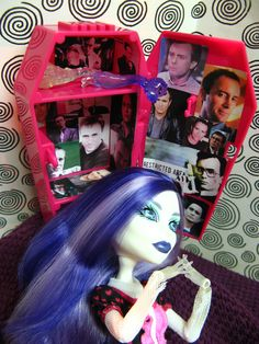 Jeffrey Combs, Re Animator, You're Dead, She Likes, Horror Films, Drawing Poses, Post Office, Locker, Puppy Love