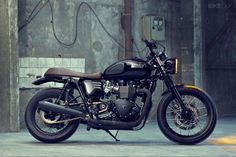 Sleek and sexy. Triumph Bonneville T100 Black by BUNKER Custom Cycles