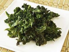 Nyttiga chips! Finns det ens? Ja - dessa grönkålschips med olivolja och havssalt kan du äta med riktigt gott samvete.