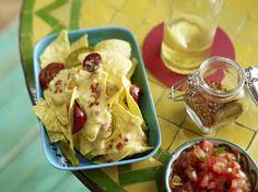 Unser beliebtes Rezept für Nachos mit Käsesoße und Salsa und mehr als 55.000 weitere kostenlose Rezepte auf LECKER.de.