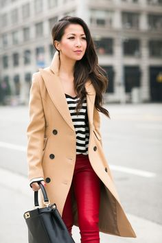 ✅Combining classics with stripes, beige, and red. This gives me an idea for styling my black and white striped skirt :) Beige Coat, Camel Coat, Nyc Fashion, Womens Fashion, Fashion Trends, Fashion Coat, Fashion Scarves, 1950s Fashion, Vintage Fashion