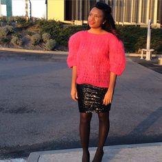 Il n'y a que la maille qui m'aille! Pull en laine rose bonbon – Kiloshop Jupe glitter noire – H&M Chaussures en cuir noire – Dune