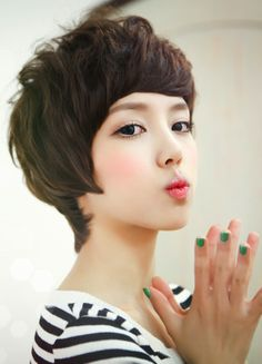 love the cut and makeup, just for if I ever go pixie cut again
